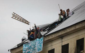 Κρατούμενοι στην Αργεντινή έβαλαν φωτιά και ζητούν την ελευθερία τους λόγω κορονοϊού: Αρνούμαστε να πεθάνουμε στη φυλακή