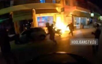 Η στιγμή της επίθεσης με μολότοφ στον σύνδεσμο του Ολυμπιακού στον Κορυδαλλό