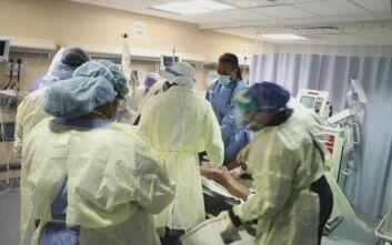 Καρέ-καρέ η αγωνιώδης προσπάθεια των γιατρών σε εντατική να σώσουν ασθενή με κορονοϊό