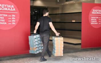 Κορονοϊός: Ανοίγει σταδιακά η αγορά - Καταστήματα στην Ερμού ετοιμάζονται για την επόμενη ημέρα