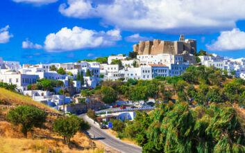 Η Μονή που στέκεται σαν κορώνα πάνω από το «ιερό νησί»
