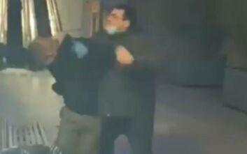 Έγινε κι αυτό: Οπαδοί της Μπαρτσελόνα χτυπάνε έναν της Εσπανιόλ έξω απο νοσοκομείο
