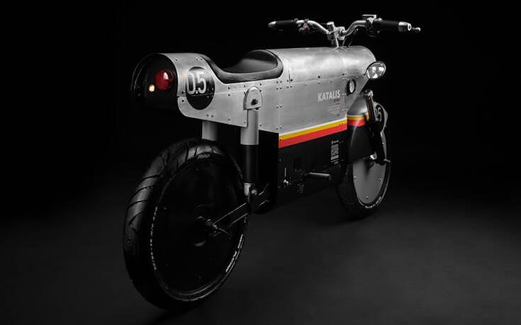 Η ηλεκτρική μηχανή που θέλει να μοιάζει σε μαχητικό του Β' Παγκοσμίου – Newsbeast