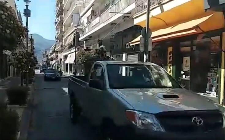 «Καμπάνα» σε οδηγό που προχώρησε σε περιφορά της εικόνας της Παναγίας Τρυπητής στο Αίγιο