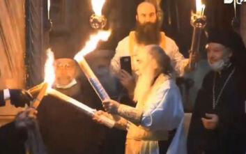Με ελάχιστο κόσμο η τελετή αφής του Αγίου Φωτός στον Πανάγιο Τάφο