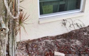 Δεκάχρονη είχε βάλει στο παράθυρο σημείωμα καλώντας σε βοήθεια για τον πιο απίθανο λόγο - Έσπευσε στο σπίτι η Αστυνομία