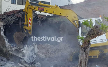 Εγκαταλελειμμένο κτίριο - εστία μόλυνσης κατεδάφισε ο δήμος Θεσσαλονίκης