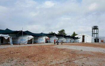 Κλιμάκιο του ΕΟΔΥ στο κέντρο φιλοξενίας προσφύγων της Μαλακάσας για την υγειονομική προστασία προσωπικού και μεταναστών
