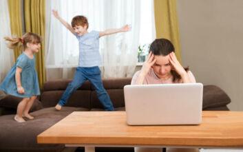 «Η τηλεργασία έχει πρωτοφανείς αρνητικές συνέπειες στις οικογένειες»