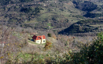 Κατεδαφίζονται 60 αυθαίρετα κτίσματα στην Αττική