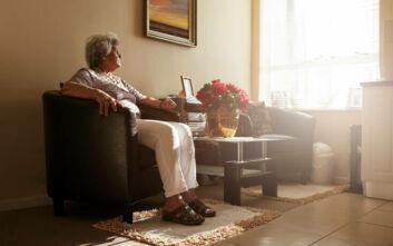 Κορονοϊός: Τι πρέπει να προσέχουν οι ηλικιωμένοι τώρα που είναι μόνοι τους σπίτι