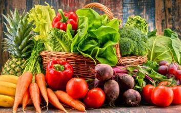 Κορονοϊός: Είναι ασφαλή τα τρόφιμα που τρώγονται ωμά;