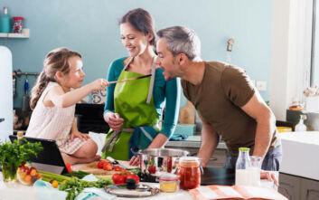 Πώς μπορείς να μαγειρέψεις με τα παιδιά σου
