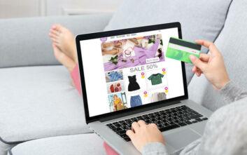 Πρέπει να συνεχίζεις να αγοράζεις ρούχα από το ίντερνετ;
