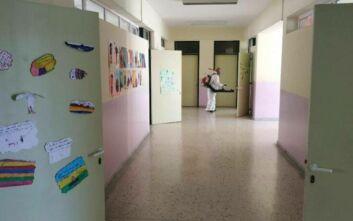 Εντατικές εργασίες στα δημοτικά σχολεία του Δήμου Αθηναίων ενόψει του ανοίγματός του τη Δευτέρα
