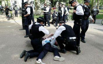 Λονδίνο: Συλλήψεις σε διαδήλωση κατά των μέτρων αποστασιοποίησης