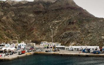 Το πλοίο «Olympus» προσέκρουσε στο λιμάνι του Αθηνιού στη Σαντορίνη