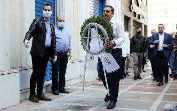 O Αλέξης Τσίπρας κατέθεσε στεφάνι για τα θύματα της Marfin
