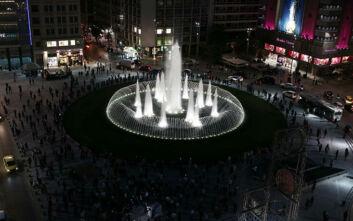 Πλατεία Ομονοίας: Εντυπωσιακές εικόνες και βίντεο από την ανανέωση και το «φωτεινό» συντριβάνι
