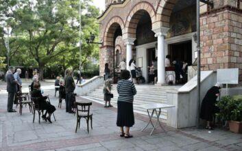 Η πρώτη Κυριακή με κόσμο στις εκκλησίες: Δείτε φωτορεπορτάζ από τους ναούς