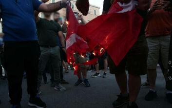 Έξαλλη η Τουρκία με το κάψιμο της σημαίας: Όταν ο στρατός μας πήρε πίσω τη Σμύρνη δεν πάτησε την ελληνική
