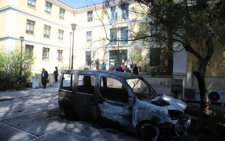Ένωση Εισαγγελέων Ελλάδος για επίθεση στο προαύλιο της Ευελπίδων: Δεν πτοούμαστε από τέτοιες άνανδρες ενέργειες 1