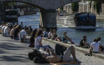«Επιτέλους, είμαστε ελεύθεροι!»: Οι κάτοικοι του Παρισιού επισκέφθηκαν και πάλι τα πάρκα έπειτα από 11 εβδομάδες