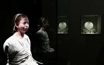Η 11χρονη Μύρτις που έχασε τη ζωή της από λοιμό στην αρχαία Αθήνα συμμετέχει στη μάχη κατά του κορονοϊού