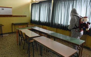 Καθηγητές για άνοιγμα σχολείων: «Μας καλούν να εργαστούμε σε χώρους που δεν πληρούν τα μέτρα»