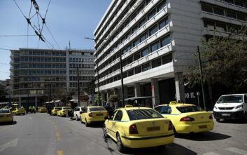 Αυξάνεται ο αριθμός επιβατών σε ΙΧ και ταξί - Τι ισχύει για τον κλιματισμό