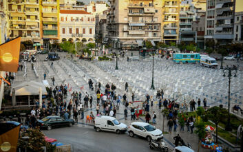 Πάτρα: Κινητοποίηση στην πλατεία Γεωργίου από περίπου 1.200 καρέκλες