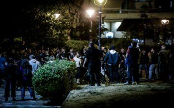 Δεύτερη νύχτα συνωστισμού στην πλατεία της Αγίας Παρασκευής - Γέμισαν κόσμο κι άλλες πλατείες