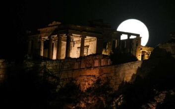 Πανσέληνος και έκλειψη παρασκιάς Σελήνης το βράδυ της Παρασκευής – Ορατή και από την Ελλάδα