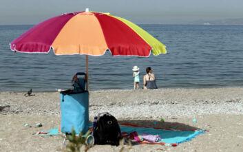 Καιρός σήμερα: Ζέστη και λίγες νεφώσεις - Εξασθενούν οι βοριάδες