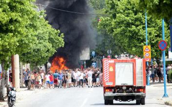 Εικόνες από τον οικισμό Ρομά στη Λάρισα- Έκρυθμη η κατάσταση, φωτιές και επιθέσεις