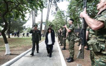 Σακελλαροπούλου στην Κομοτηνή: Η βόλτα στο ιστορικό κέντρο και ο χαιρετισμός με αποστάσεις