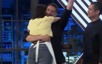 MasterChef 4: Η Μαρία Μπέη πέρασε στον τελικό του Silver Award και έπεσε στην αγκαλιά του Ιωαννίδη