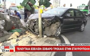 Σοβαρό τροχαίο στην Σταυρούπολη: Ι.Χ. τράκαρε και καρφώθηκε σε φανάρι