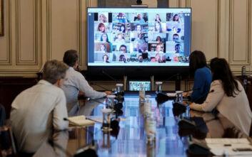 Το τελευταίο Υπουργικό Συμβούλιο μπροστά σε οθόνες σήμερα