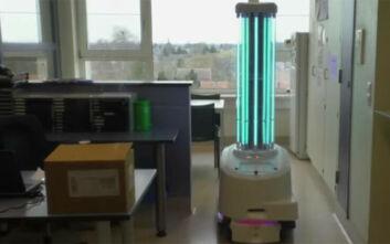 Δανοί ερευνητές ανέπτυξαν ρομπότ που πραγματοποιεί διαγνωστικά τεστ για τον κορονοϊό