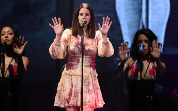 Lana Del Rey: Αξιολύπητο να λένε ότι πηγαίνω τις γυναίκες εκατοντάδες χρόνια πίσω