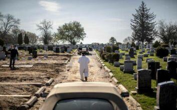 Θρήνος στις ΗΠΑ όπου οι νεκροί ξεπέρασαν τις 100.000, με τα στατιστικά να είναι συγκλονιστικά