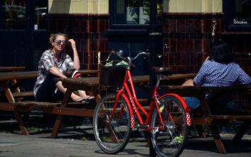 Κλειστά ως τον Ιουλίο παμπ, εστιατόρια και κομμωτήρια στη Βρετανία