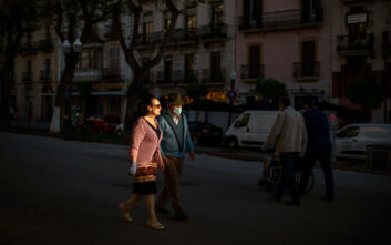 H Ισπανία θρηνεί τους νεκρούς της: Πάνω από 28.000 άτομα πέθαναν από κορονοϊό