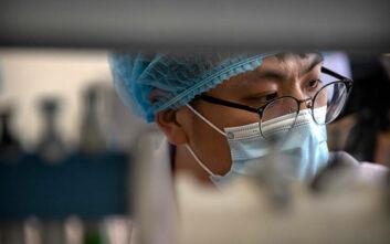 Πέντε πειραματικά εμβόλια δοκιμάζονται ήδη σε ανθρώπους στην Κίνα