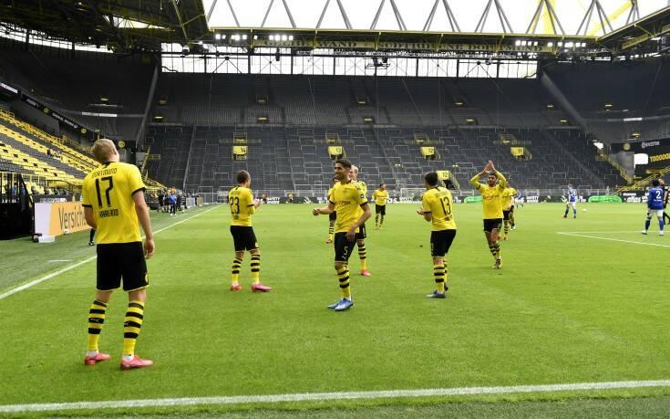 Bundesliga: Το πρώτο γκολ πανηγυρίστηκε με... αποστάσεις