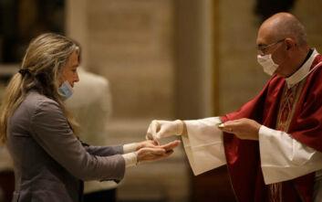 Ιταλία: Ανοίγουν εκκλησίες, εστιατόρια, μουσεία και κομμωτήρια, συνεχίζουν να απαγορεύονται τα πάρτι