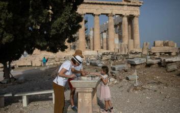 Ύμνοι Bloomberg: Η Ελλάδα φαίνεται πιο ασφαλής προορισμός τώρα