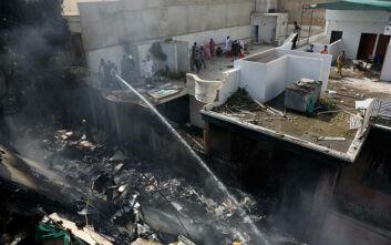 Αεροπορικό δυστύχημα στο Πακιστάν: «Επέζησε τουλάχιστον ένας επιβάτης»