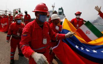 Τέσσερα ιρανικά τάνκερ έχουν φτάσει στη Βενεζουέλα παρά τις αμερικανικές απειλές